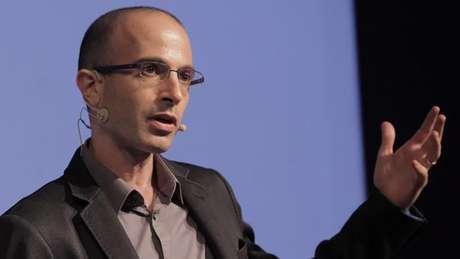 O israelense Yuval Harari investiga a relação entre história e biologia, as diferenças essenciais entre o ser humano e outros animais e o rumo da história humana