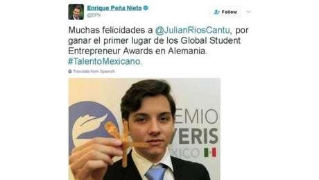 O presidente mexicano, Enrique Peña Nieto, parabenizou Julian e seus colegas pelo prêmio internacional para estudantes empreendedores