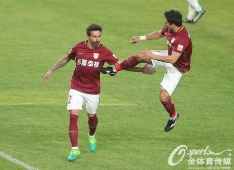Aloísio marcou na vitória do Hebei Fortune (Foto: Reprodução / Sina.com)