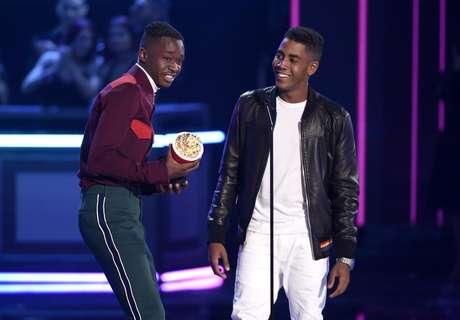 Ashton Sanders y Jharrel Jerome ganaron el premio a mejor beso por 'Moonlight'.