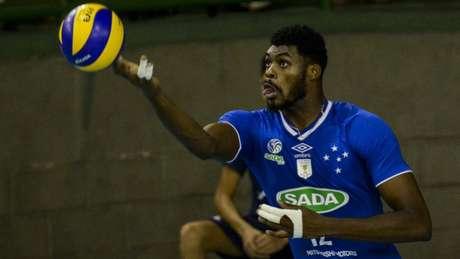 Ausência do central Isac foi uma das surpresas da lista do técnico Renan (Foto: Washington Alves/Inovafoto/CBV)