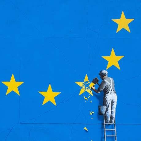 Bansky reapareció con un enorme mural sobre el Brexit