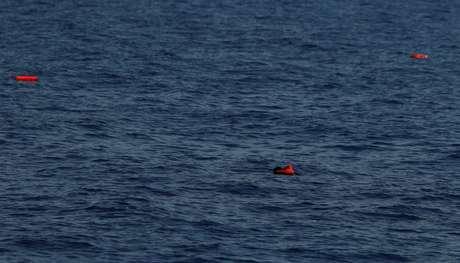 Naufrágio perto da Líbia deixa mais de 100 desaparecidos