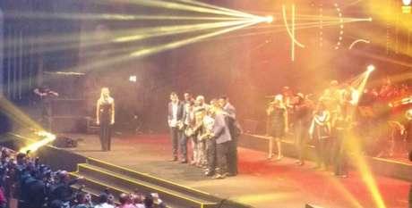 Seleção do Paulistão, desfalcada de duas peças, recebe premiação no palco (Foto: LANCE!Press)