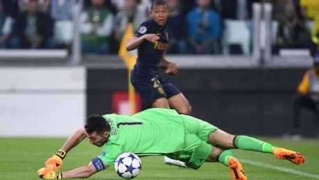 Buffon busca sua primeira Champions