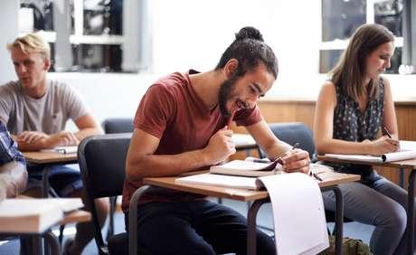 O resultado das provas poderá ser usado em processos seletivos para vagas no ensino público superior, pelo Sistema de Seleção Unificada (Sisu), para bolsas de estudo em instituições privadas, pelo Programa Universidade para Todos (ProUni), e para obter financiamento pelo Fundo de Financiamento Estudantil (Fies).