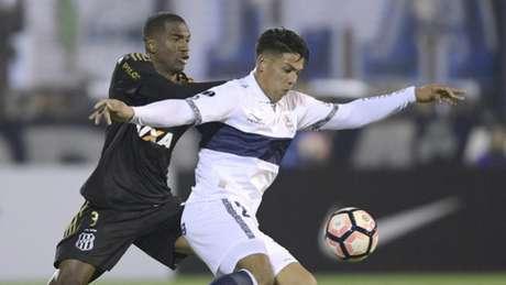 Com grande atuação defensiva, Ponte se classifica na Sul-Americana - AFP