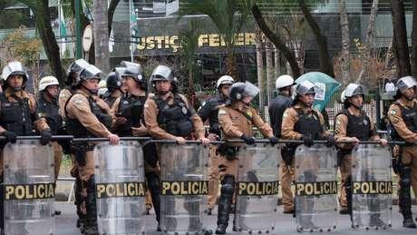 Policiamento maciço fazia segurança do prédio da Justiça Federal para a chegada de Lula