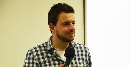 Repórter Gabriel Prado já enfrentou vários protestos contra o canal do Grupo Globo.