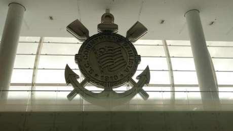 Símbolo de aço gigante do Corinthians fica no átrio do Setor Oeste da Arena de Itaquera