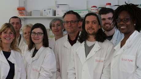 Michael realizou os experimentos com um grupo de pesquisadores