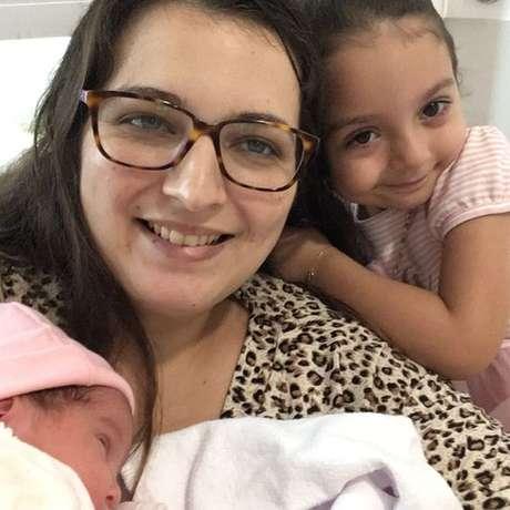 As duas filhas de Marina Faleiros tiveram o VSR nos primeiros meses de vida; vírus que causam bronquiolite atacam mais nos meses de outono e inverno