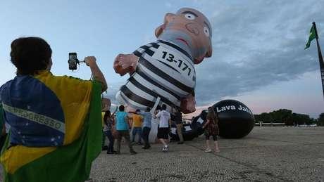 """""""Se pudesse ressuscitar o Conde de Montecristo, ele viria falar aqui 'foi o Lula o culpado'"""", disse Lula em depoimento ao juiz Moro"""