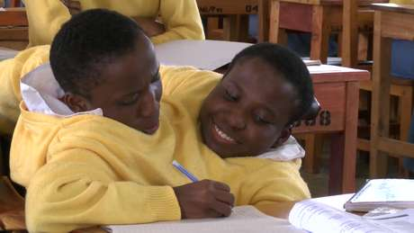 Consolata e Maria Mwakikuti, da Tanzânia, tem 19 anos e pretender ingressar na universidade.
