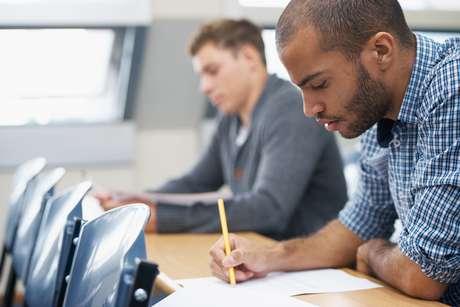 O Enem promove o acesso a milhares de cursos superiores em universidades públicas e privadas de todo o Brasil