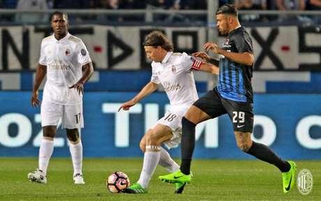 Milan ficou no empate fora de casa com a Atalanta (Foto: Reprodução / Twitter)