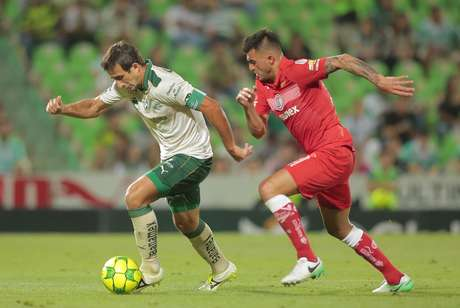 Tigres golea 4-1 a Monterrey