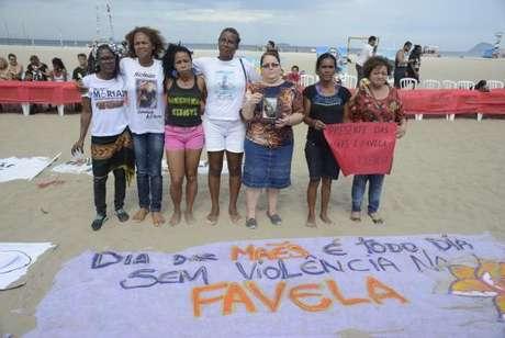 """Para as participantes do protesto, """"presente das mães é favela sem violência"""""""