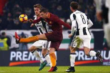 Roma bate a Juventus de virada e mantém a esperança de título