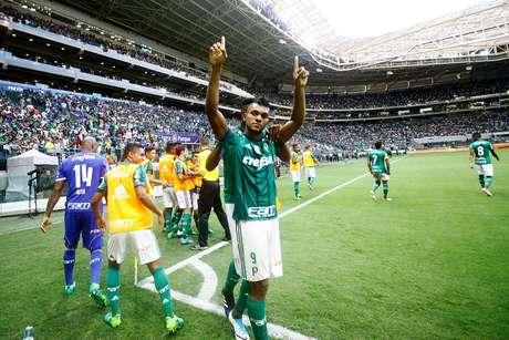 O colombiano Borja, jogador do Palmeiras, comemora seu gol