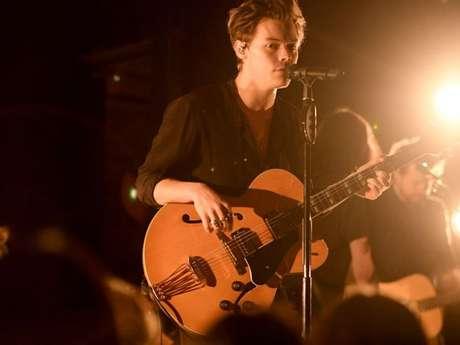 """Harry Styles mostra processo de criação do seu novo álbum no documentário """"Harry Styles: Behind the Album"""""""