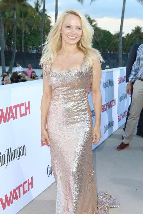 Pamela Anderson sexy en la premiere de 'Baywatch'.