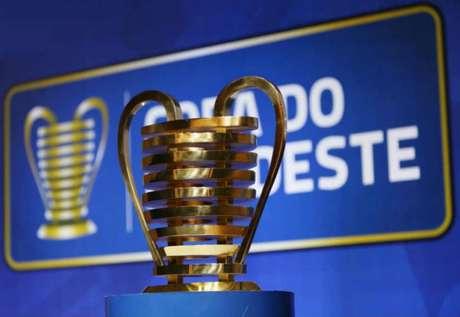 O cobiçado troféu da Copa do Nordeste está cada vez mais próximo para Bahia ou Sport (Foto: Divulgação)
