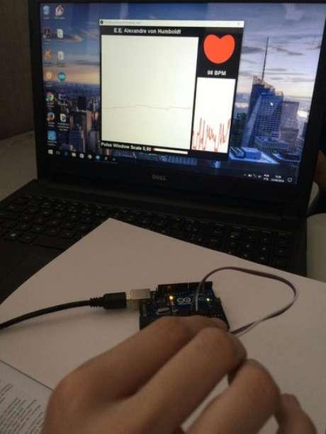 Monitor criado por Nathália identifica alteração em batimentos cardíacos durante episódio de sonambulismo