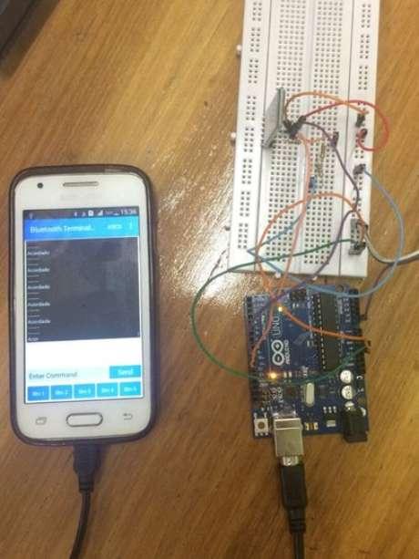 Familiares do sonâmbulo recebem mensagem em aplicativo de smartphone para alertá-los