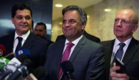 Senador Aécio Neves fala à imprensa, no Palácio do Planalto, após encontro com o presidente Michel Temer