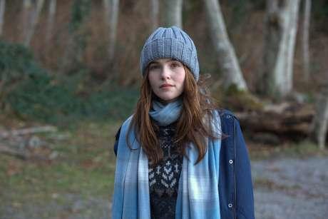 Filme é a adaptação do livro de Lauren Oliver e acompanha uma garota que fica presa num looping temporal em seu último dia de vida