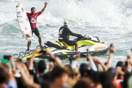 Adriano de Souza, o 'Mineirinho', celebra a vitória na final do Rio Pro