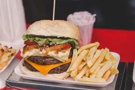 Público poderá comer muito hambúrguer com fritas!