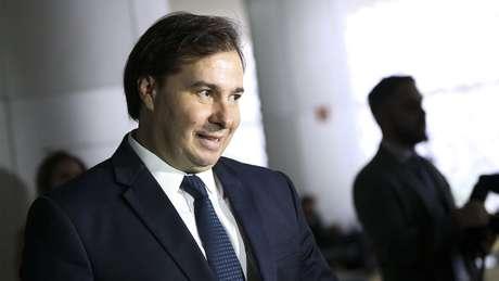 Rodrigo Maia assumiria interinamente em caso de saída de Temer