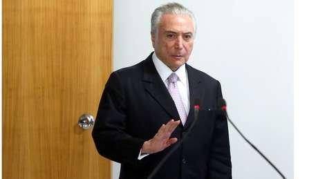 Gravação de dono da JBS mostraria Temer incentivando suborno para silenciar Eduardo Cunha, diz jornal O Globo