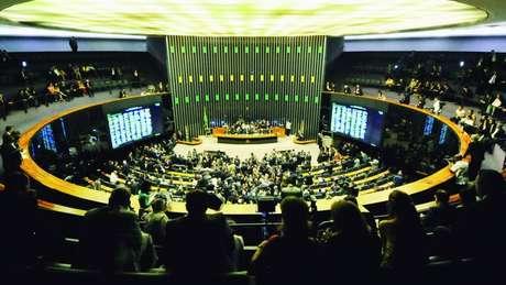The Guardian lembra que gravações incriminam vários políticos, incluindo o tucano Aécio Neves e o ex-ministro petista Guido Mantega