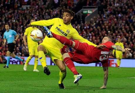 Jonathan dos Santos y Carlos Vela jugarán Europa League