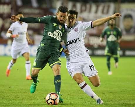 El Chapecoense vence 1.2 a Lanús y vuelve a la lucha