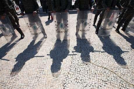 Palácio do Planalto cercado pelo Exército nesta segunda-feira