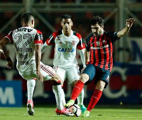 San Lorenzo vence 2-1 al Flamengo y avanza a octavos