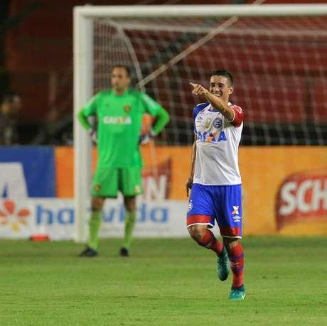 Juninho comemora seu gol