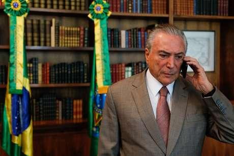 Ontem (17), o deputado Alessandro Molon (RJ), também da Rede, e o deputado JHC (PSB-AL) também protocolaram pedidos de impeachment