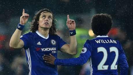 Convocado, David Luiz passa por grande fase na carreira em seu quarto título pelo Chelsea (Foto: PAUL ELLIS/AFP)