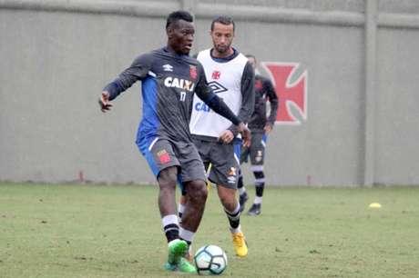 Paulão deve fazer sua estreia pelo Vasco e Nenê pode ir para o banco (Foto: Paulo Fernandes/Vasco.com.br)