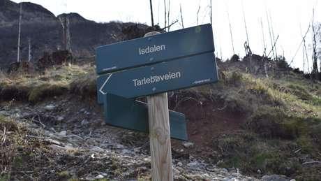 Placa para o vale Isdalen, local da morte da mulher