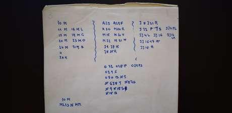 Bilhete codificado escrito pela mulher
