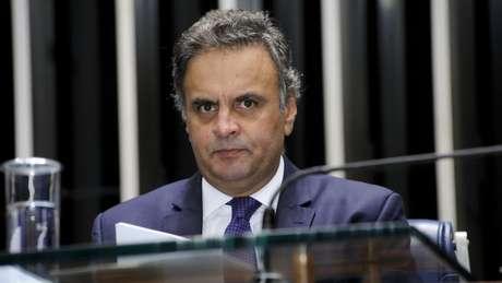 'O tempo permitirá aos brasileiros conhecer a verdade dos fatos e fazer ao final um julgamento justo', declarou Aécio sobre denúncias