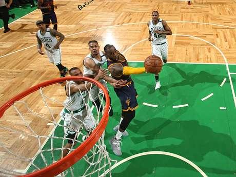 Cavaliers por liquidar a Celtics en final de Conferencia Este