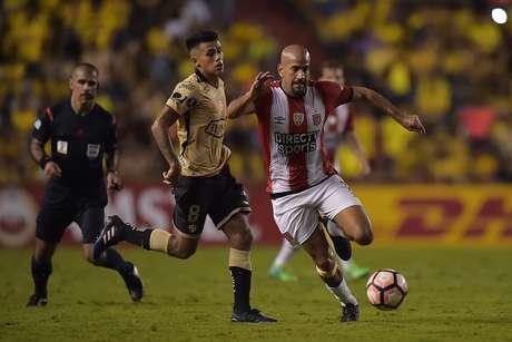 Estudiantes golea 0-3 al Barcelona SC