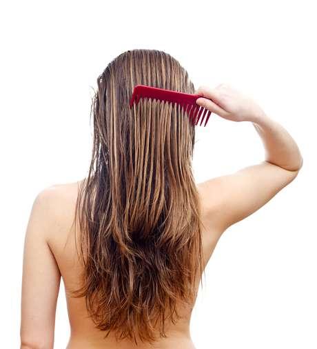 Saiba o que é verdade e o que é mentira quando se trata do cuidado com os cabelos oleosos